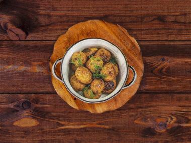 Запеченый мини-картофель с чесноком и укропом